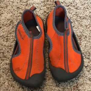 Speedo water shoes, toddler size 9/10